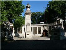 SU6400 : Portsmouth War Memorial by Chris Gunns