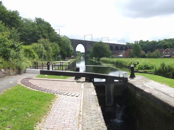 Birmingham Canal - Wolverhampton Lock 17