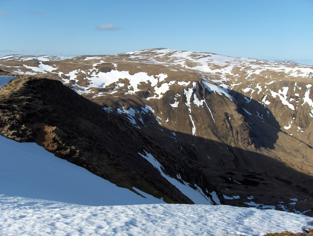 Caenlochan Glen across to Cairn of Claise