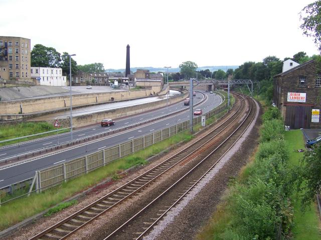 Leeds and Liverpool Canal, A650 road and railway line