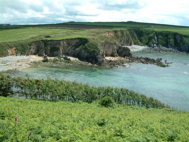 Porthlysgi Bay and beach