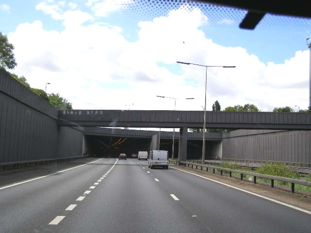 A1(M) about to disappear into Hatfield Road Tunnel