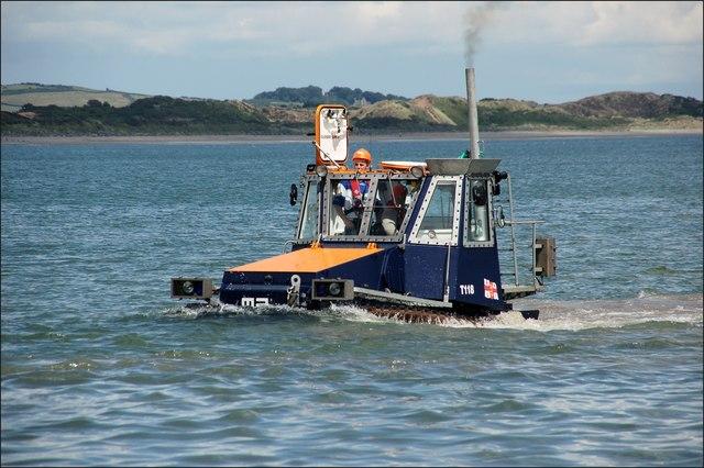 Launching Newcastle lifeboat (6 of 7)