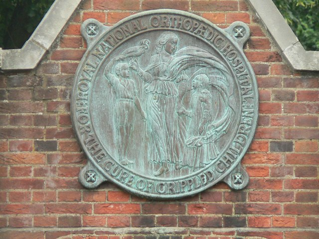 Stanmore: RNOH emblem on gates