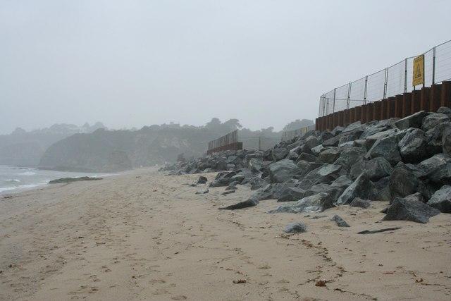 Crinnis beach and sea wall