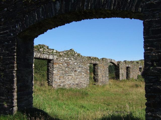 Ruined building at  Rosebush quarry
