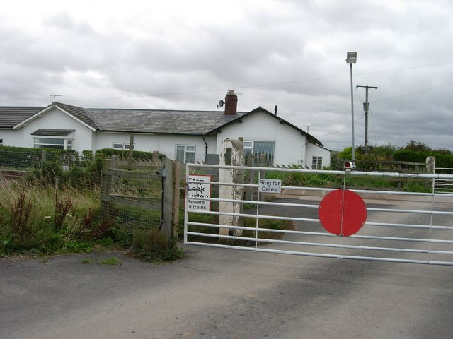 Lebberston level crossing gates on Lingholm Lane