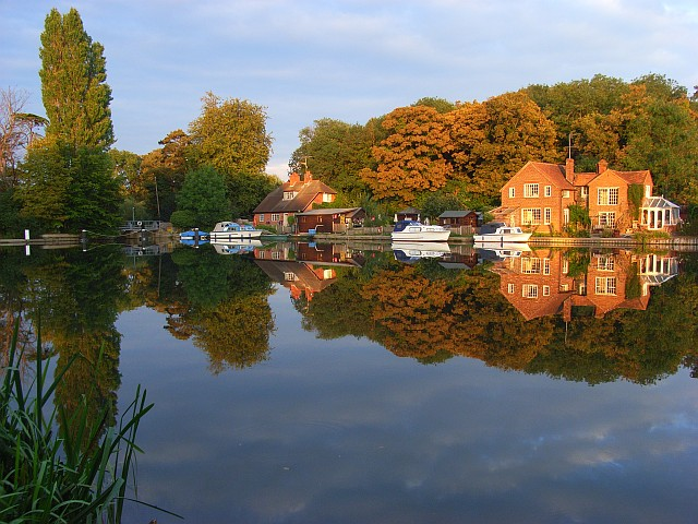 Houses at Sonning Lock