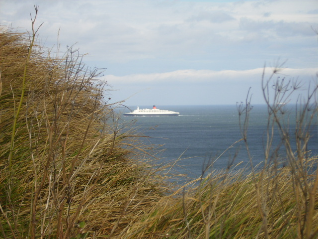 QE2 steaming to Scarborough on its final cruise