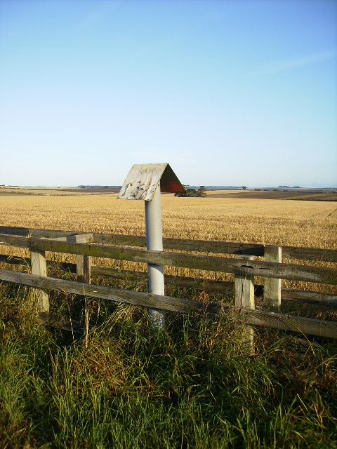 Field boundary with pipeline marker on the Yorkshire Wolds