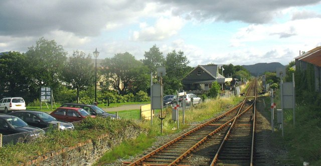 The main line track eastwards of the level crossing