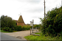 TQ9143 : Lower Thorne Oast, Smarden Road, Pluckley, Kent by Oast House Archive