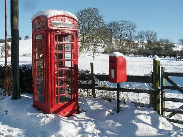 Postbox and K6 Telephone kiosk, Old Bolingbroke