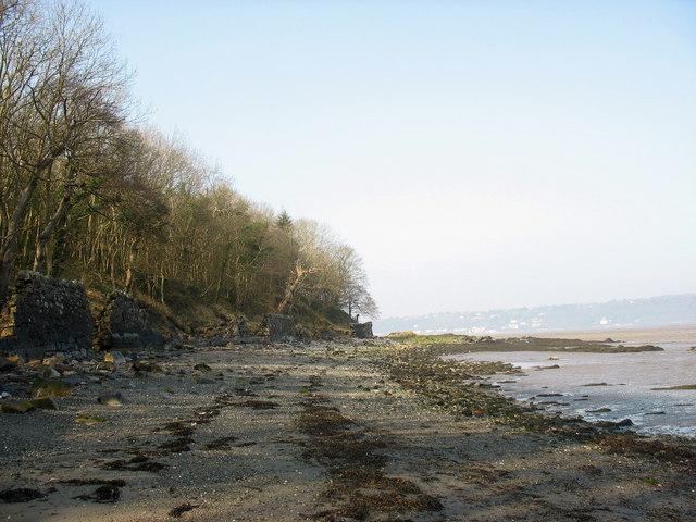 The shoreline west of the Penrhyn Baths