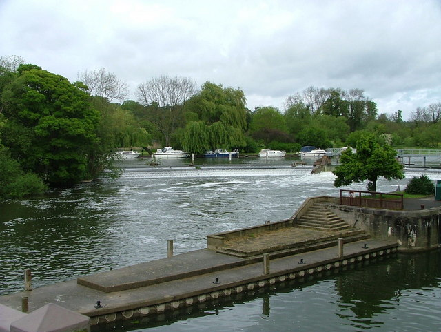 Weir on the River Thames at Goring