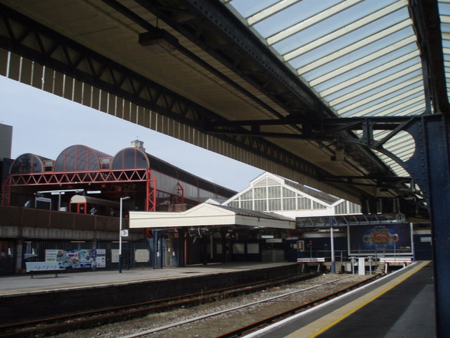 """""""Downstairs"""" platforms at Portsmouth and Southsea Station"""