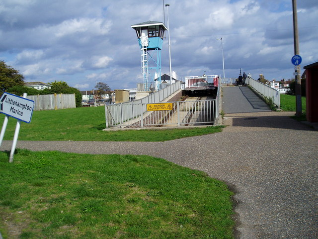 Approach to retracting bridge