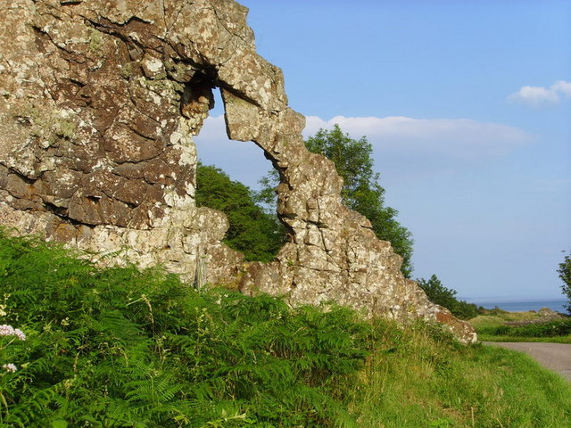 Natural arch in a rock dyke