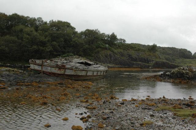 Shipwreck in muddy bay at north Shuna