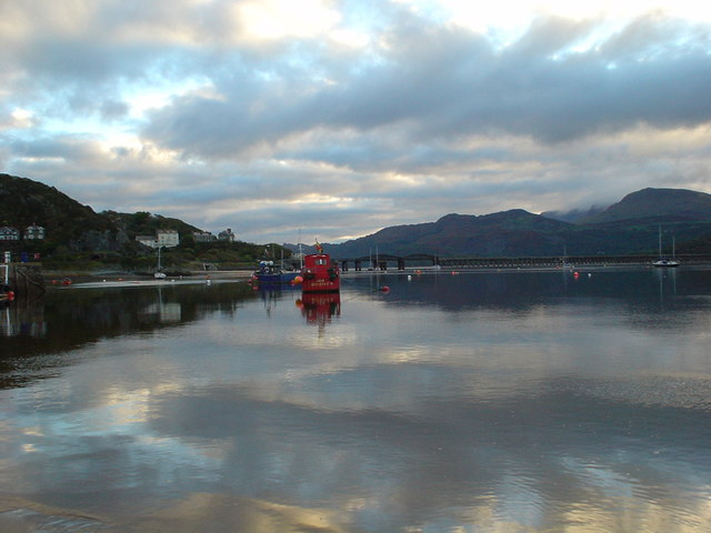 SH6115 early light in Barmouth harbour