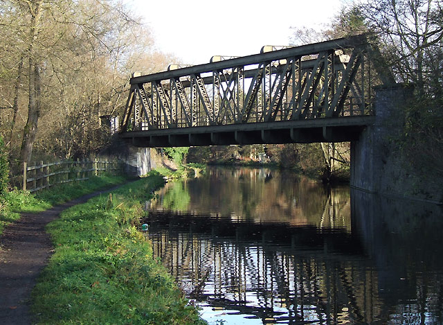 Staffordshire and Worcestershire Canal and Meccano Bridge, Wolverhampton