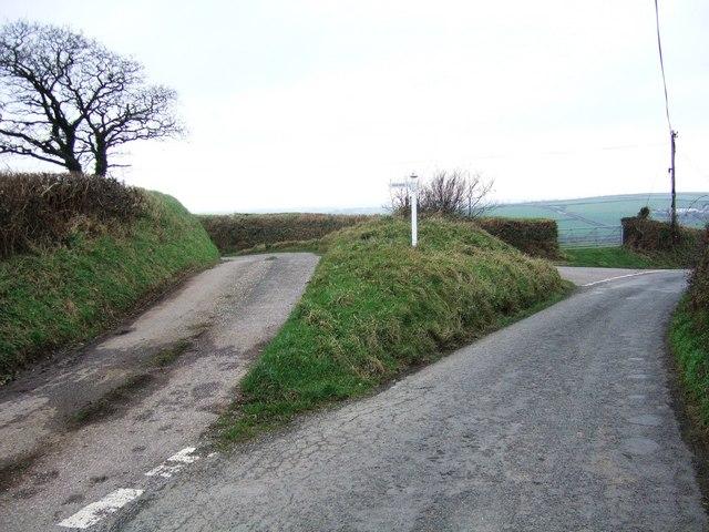 Lane junction west of Kingscott