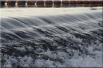 SK6843 : Gunthorpe weir by Alan Murray-Rust