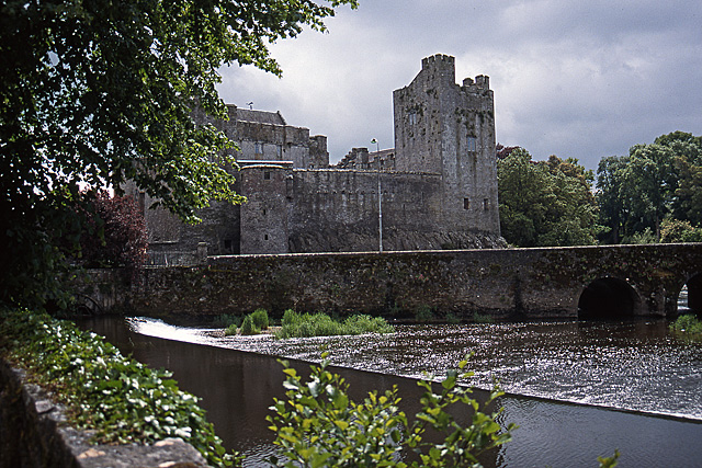 cahir castle  u00a9 mike searle    geograph ireland