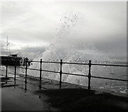 J5182 : Breaking waves, Seacliff Road by Rossographer