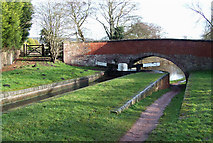 SO8687 : Gothersley Lock and Bridge, Staffordshire and Worcestershire Canal by Roger  Kidd
