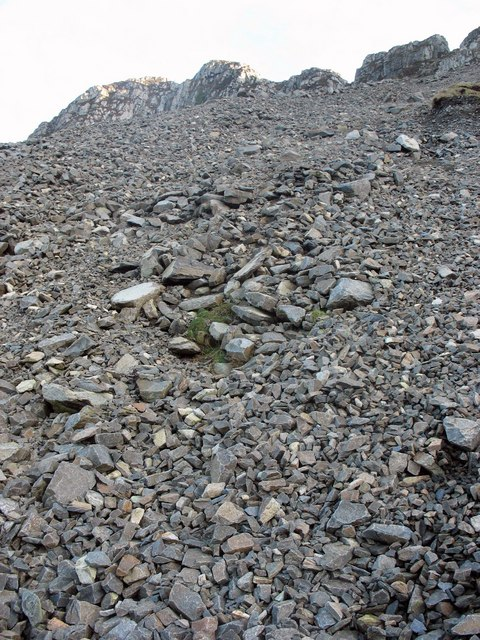 Scree on the northern flank of the Gorlech