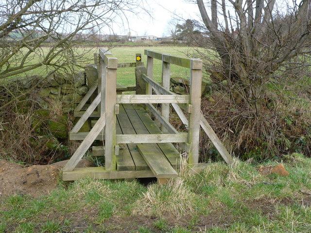 Footbridge on public footpath near Finkel Bottoms
