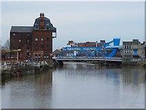 TA1029 : Warehouse and North Bridge, Hull by Peter Church