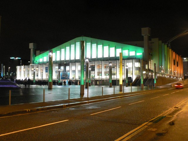 Wembley Arena: floodlit in green