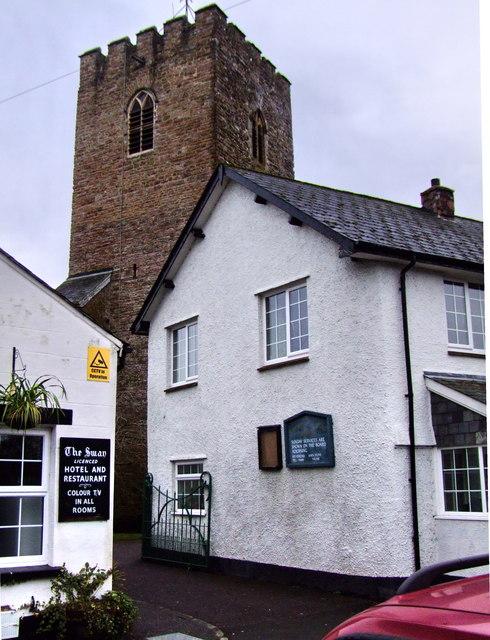 Bampton, Devon, entrance to churchyard