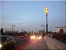 TQ1977 : Dusk on Kew Bridge - A205 (T) South Circular Road by Phillip Perry