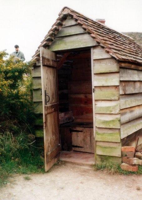 Avoncroft Museum: earth closet which served the Little Malvern toll house