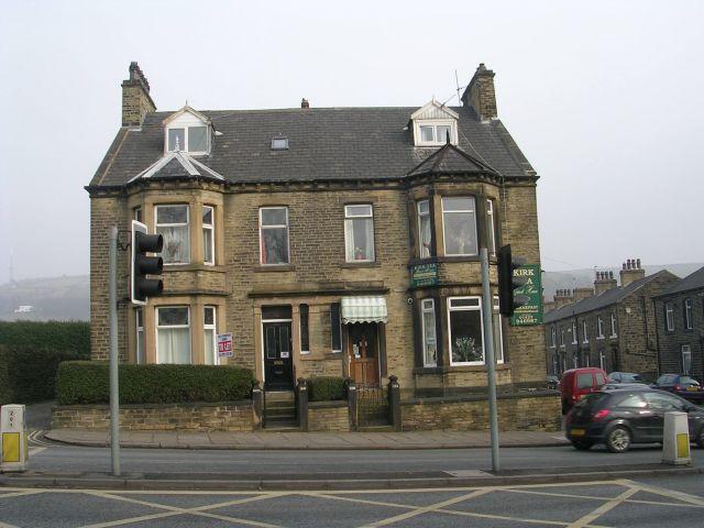 Kirk Lea Guest House - Huddersfield Road