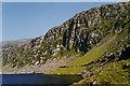 SH6423 : Crags south of Llyn Bodlyn by Nigel Brown