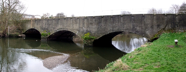 Canal aqueduct over River Tame