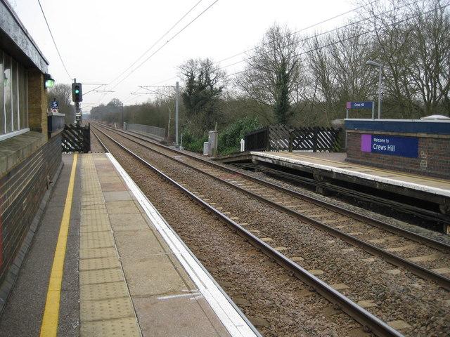Crews Hill railway station (2)