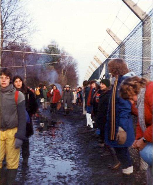 Embracing the base, Greenham Common December 1982