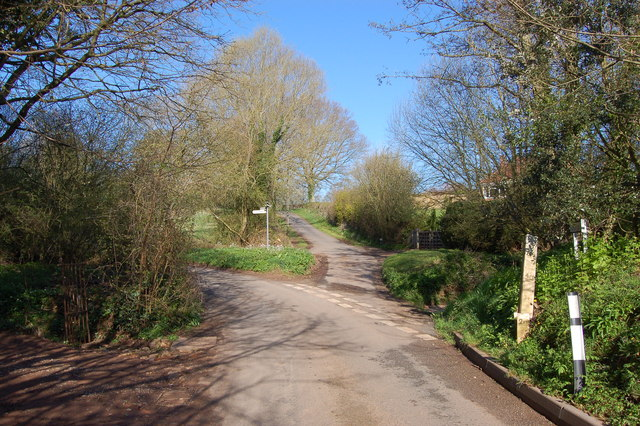 Spring sunshine and a dry ford in Ford Lane near Gorsley