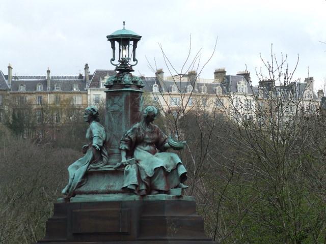 Sculpture on Kelvin Way bridge