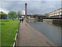TQ3681 : Regent's Canal in Mile End by Nigel Cox
