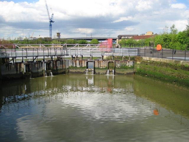 Blackwall: East India Dock Basin lock