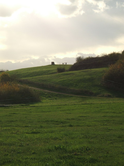 Monolith Hill - Bedfont Lakes Country Park