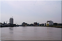 TG5107 : River Yare, Great Yarmouth by Pierre Terre