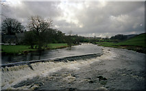SE0063 : Two weirs on the River Wharfe at Linton by Dr Neil Clifton