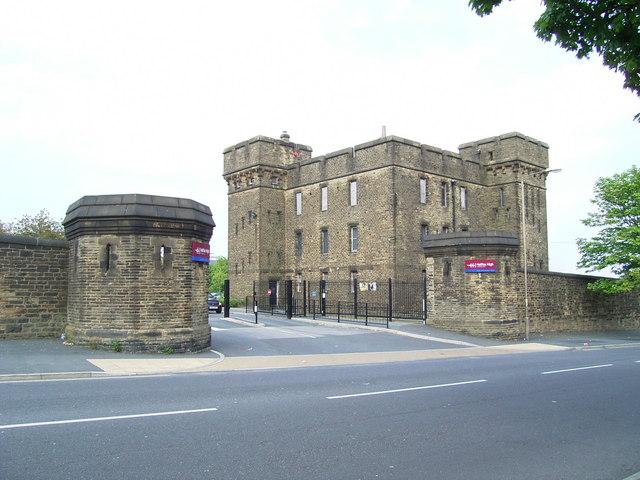 Entrance to Wellesley Barracks